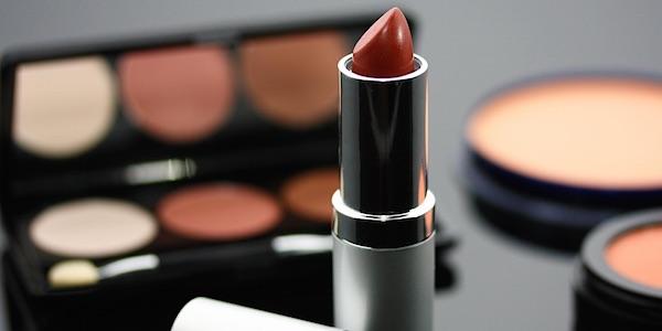 Cosmetische producten zitten nog steeds vol plastic