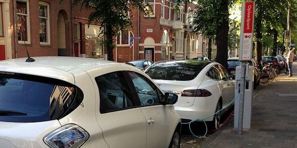 Slim laden van elektrische auto's kan overbelasting stroomnet voorkomen
