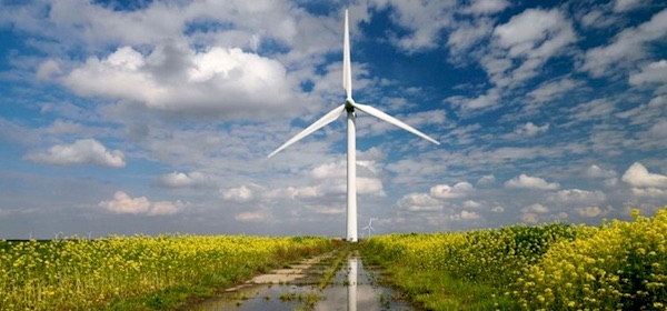 Windvanger levert eigen stroom van windmolen