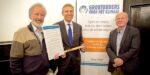 Grootouders voor het klimaat overhandigen manifest aan CDA fractievoorzitter