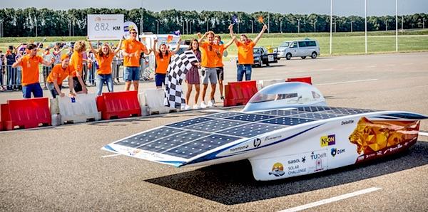Nuon Solar Team begint seizoen met een wereldrecord