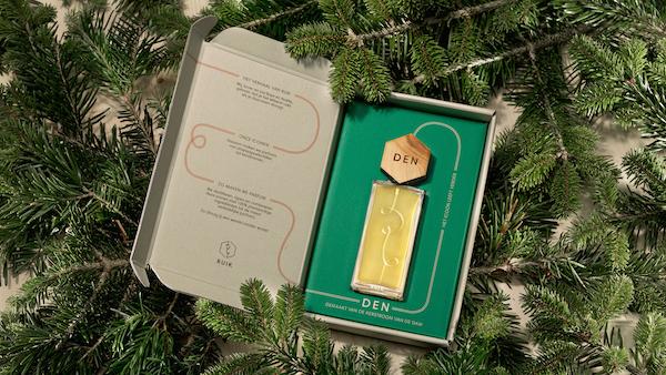 Hoe stop je een iconische kerstboom in een parfumflesje?