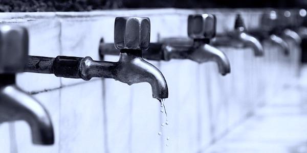 Amerika vergiftigt haar drinkwater, en zichzelf