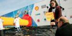 Shell laat schoolkinderen wurgcontract tekenen