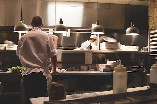 Slim algoritme vermindert voedselverspilling, halveert restaurantrekening