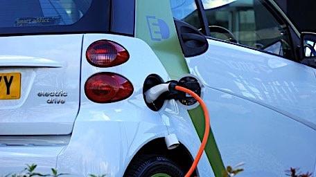 Prijs laden elektrische auto moet 1 december duidelijk zijn