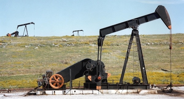 De omgekeerde oliecrisis, negatieve prijzen door te veel olie